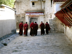Tibet: Tashilhumpo monks